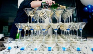Пирамида из шампанского в ПОДАРОК!
